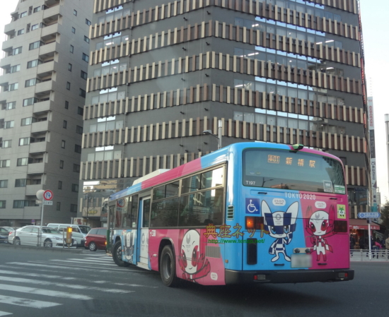 東京オリンピックキャラのバス