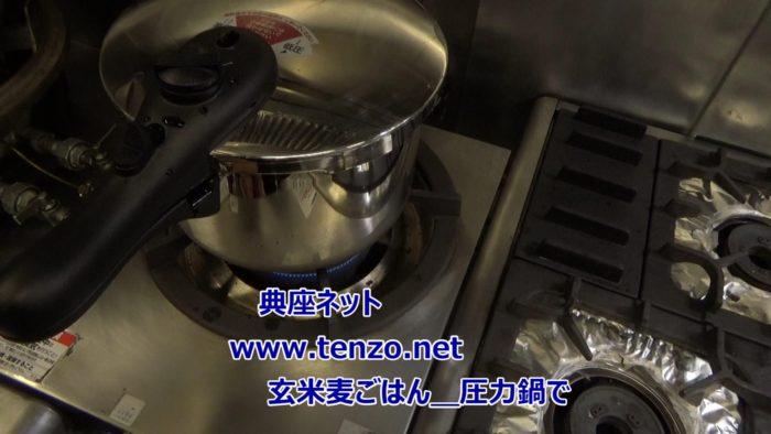 圧力鍋で玄米麦ご飯を炊く