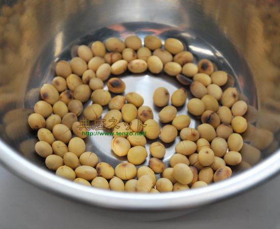 節分の豆を水で戻す