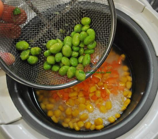 とうもろこしと枝豆ご飯の俵巻